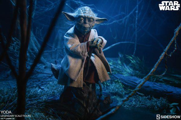 مجسمه یودا Yoda Legendary Scale برند سایدشو