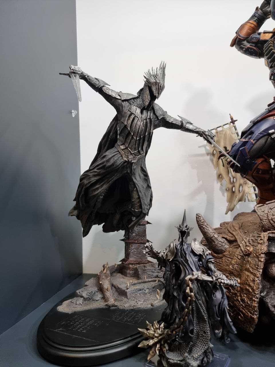 این مجسمه ویچ کینگ برای هابیته دوست دارین یه مقاله هم راجع به هابیت بنویسم؟